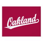 Logotipo de la escritura de Oakland en el blanco Invitaciones Personalizada