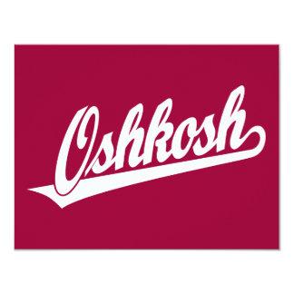 Logotipo de la escritura de Oshkosh en blanco