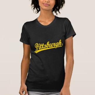 Logotipo de la escritura de Pittsburgh en oro Remeras