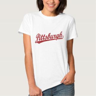 Logotipo de la escritura de Pittsburgh en rojo Polera