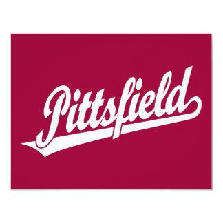 """Logotipo de la escritura de Pittsfield en blanco Invitación 4.25"""" X 5.5"""""""