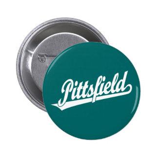 Logotipo de la escritura de Pittsfield en blanco Pin Redondo De 2 Pulgadas