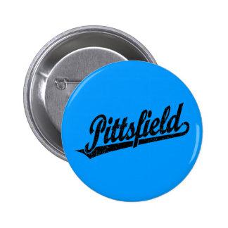 Logotipo de la escritura de Pittsfield en el negro Pin Redondo De 2 Pulgadas