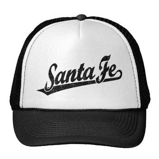 Logotipo de la escritura de Santa Fe en el negro a Gorras