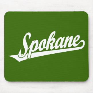 Logotipo de la escritura de Spokane en blanco Mousepads