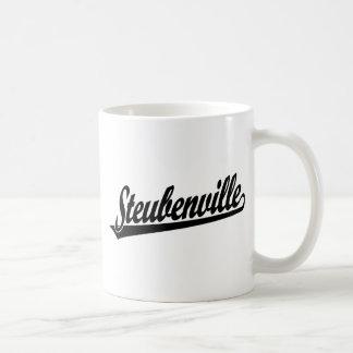 Logotipo de la escritura de Steubenville en negro Taza