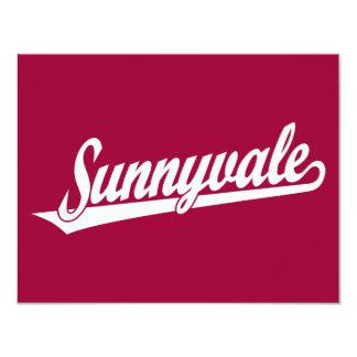 Logotipo de la escritura de Sunnyvale en blanco Invitación 10,8 X 13,9 Cm