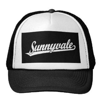 Logotipo de la escritura de Sunnyvale en el blanco Gorro