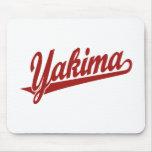 Logotipo de la escritura de Yakima en rojo Alfombrilla De Ratón