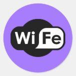 Logotipo de la esposa pegatina redonda