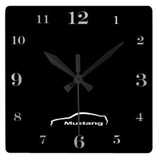 Logotipo de la pincelada del mustango reloj cuadrado