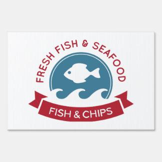 Logotipo de los mariscos de los pescado frito con letrero