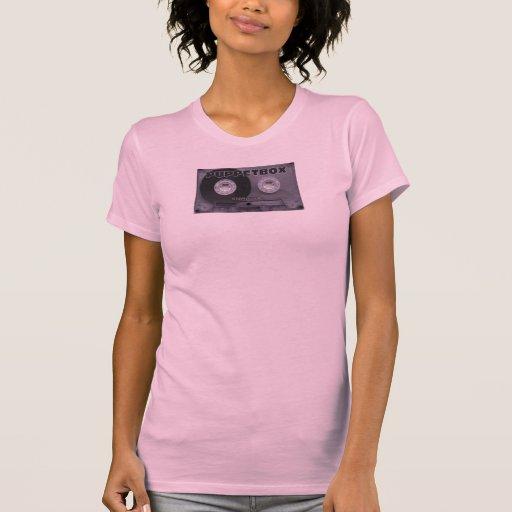 Logotipo de Puppetbox del casete en las camisetas