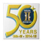 Logotipo del aniversario de los géminis 50.os teja cerámica