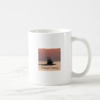 Logotipo del barco de la pesca en alta mar taza de café