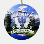 Logotipo del campista del Monte Rainier Ornamente De Reyes