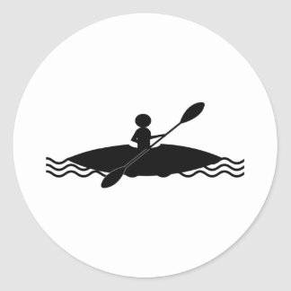 Logotipo del hombre del palillo del kajak pegatina redonda