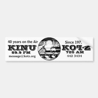 logotipo del kotz 40 años en el aire etiqueta de parachoque