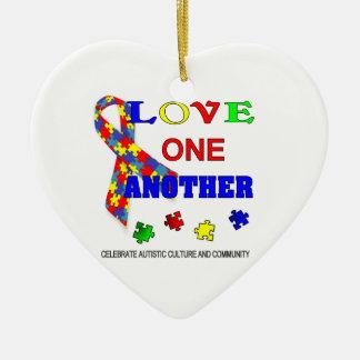 Logotipo del mes de la conciencia del autismo adorno navideño de cerámica en forma de corazón