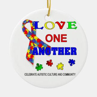 Logotipo del mes de la conciencia del autismo adorno navideño redondo de cerámica
