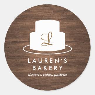 Logotipo del monograma de la torta en blanco en la pegatina redonda