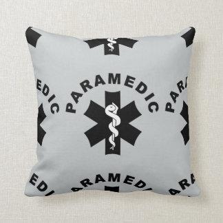 Logotipo del paramédico el ccsme cojín decorativo