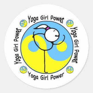 Logotipo del poder del chica de la yoga pegatina redonda