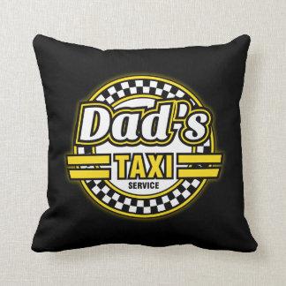 Logotipo del servicio del taxi del papá cojín decorativo