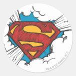 Logotipo del superhombre en nubes etiqueta redonda