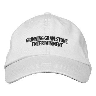 Logotipo del texto de la compañía en el gorra gorra de beisbol bordada