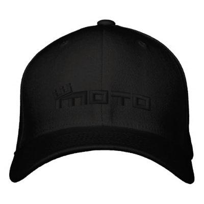 Logotipo del texto del cm - negro en negro gorra de beisbol bordada