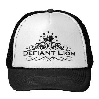 Logotipo desafiante del funcionario del león gorro de camionero