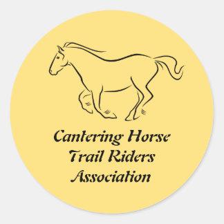 Logotipo galopante del club del caballo pegatina redonda