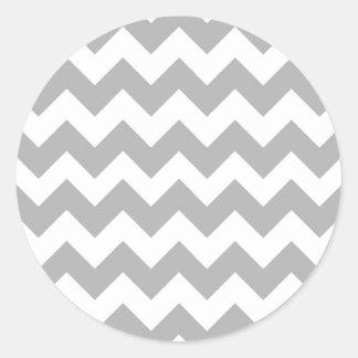 Logotipo gris de Chevron Pegatina Redonda