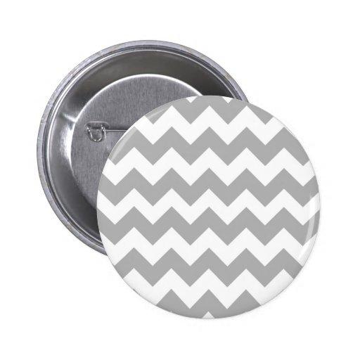 Logotipo gris de Chevron Pin Redondo De 2 Pulgadas