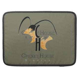 Logotipo gris francés de la casa del grillo de la funda para macbook pro