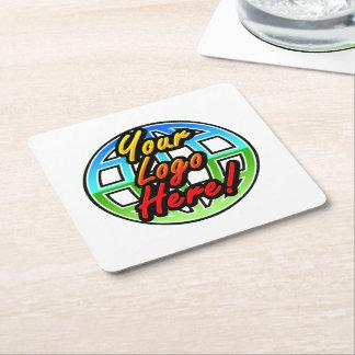 Logotipo impreso corporativo o promocional de posavasos de cartón cuadrado