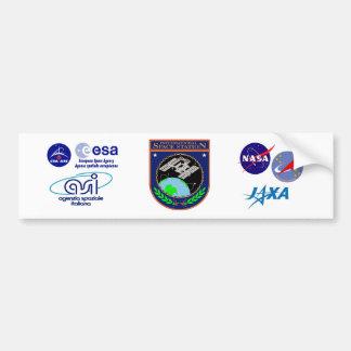 Logotipo internacional del programa de la estación pegatina para auto