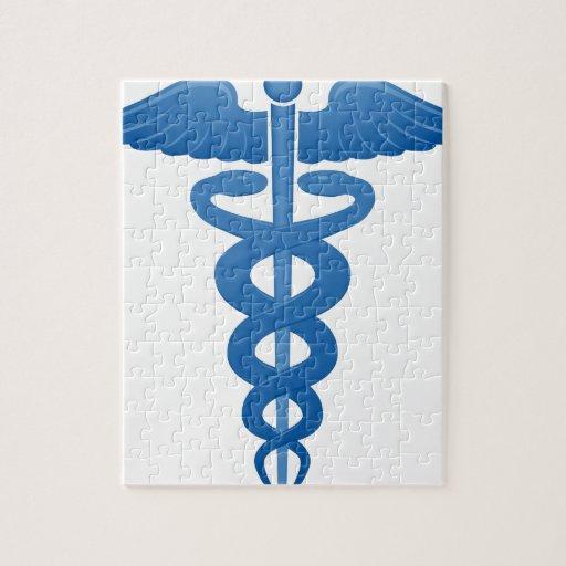 Logotipo médico del caduceo del símbolo rompecabeza con fotos