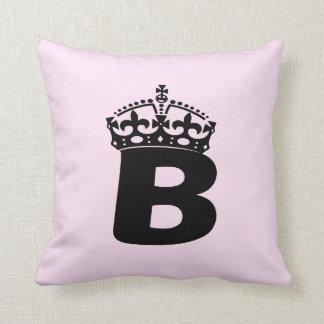 Logotipo negro de la reina B Cojín Decorativo