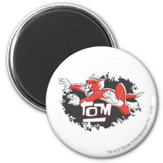 Logotipo negro y rojo de Tom Imán Redondo 5 Cm