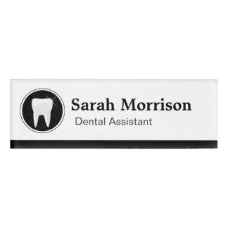 Logotipo profesional del diente del dentista del etiqueta con nombre