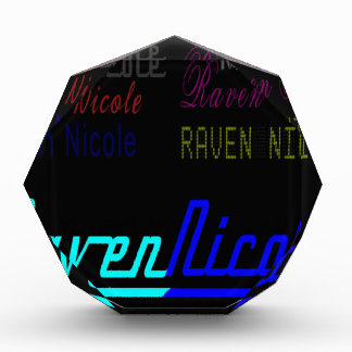 Logotipo regular de Nicole del cuervo y nombres