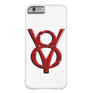 Logotipo rojo de V8 del cromo Funda Para iPhone 6 Barely There
