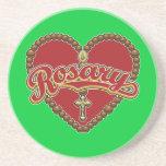 Logotipo rojo del corazón del rosario en fondo roj posavasos cerveza