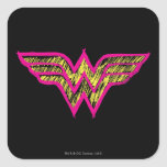 Logotipo rosado de la Mujer Maravilla y amarillo c Calcomanias Cuadradas