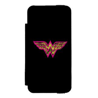 Logotipo rosado de la Mujer Maravilla y amarillo Funda Billetera Para iPhone 5 Watson