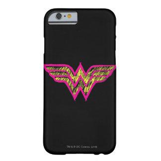 Logotipo rosado de la Mujer Maravilla y amarillo Funda De iPhone 6 Barely There