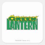 Logotipo verde de la linterna - llamas amarillas calcomania cuadrada personalizada