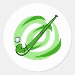 Logotipo verde del hockey hierba pegatinas redondas